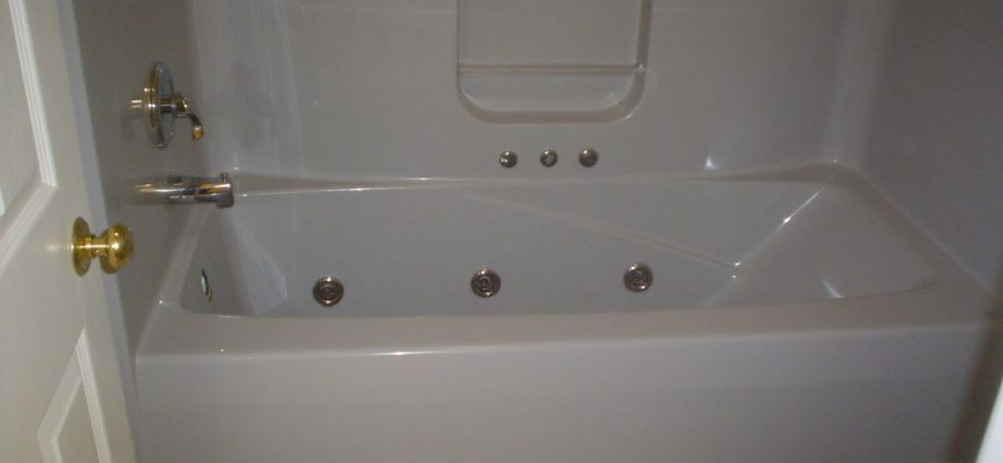 Keeping Your Bathroom Tiles Sparklingly Clean